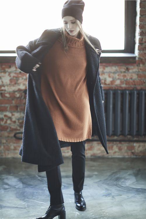 Платье среднее вязаное, воротник хомут