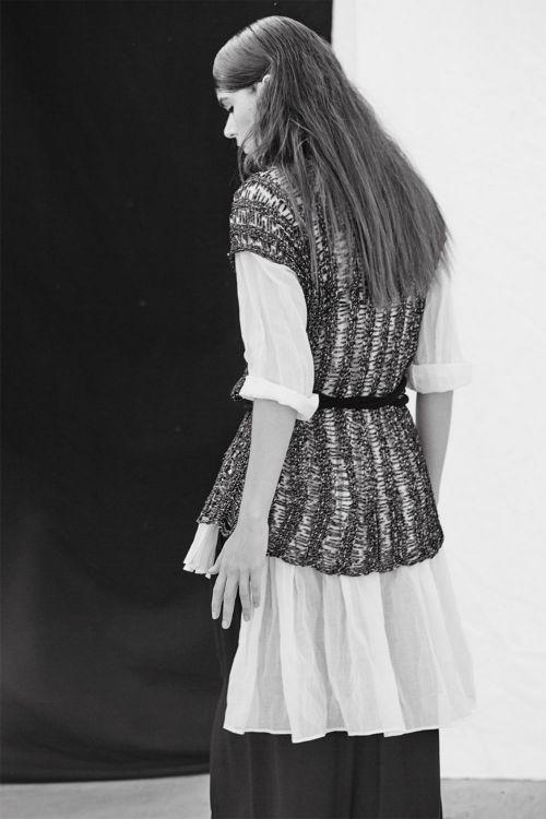 Блуза вязаная с горизонтальными протяжками