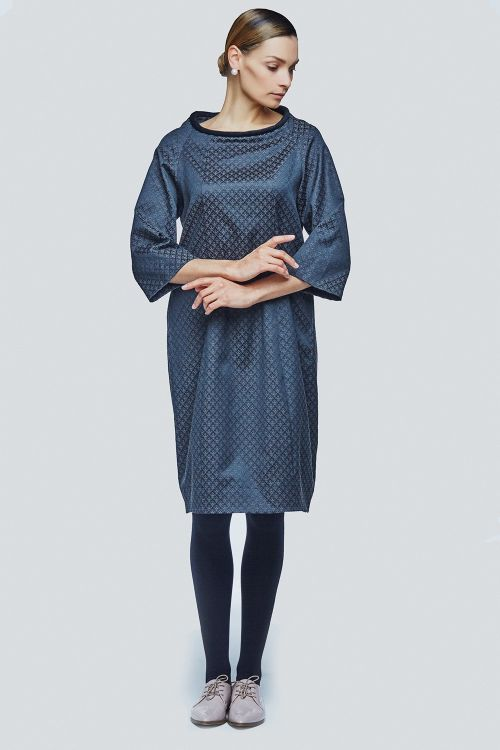 Платье прямое с валиком жаккард королевские лилии