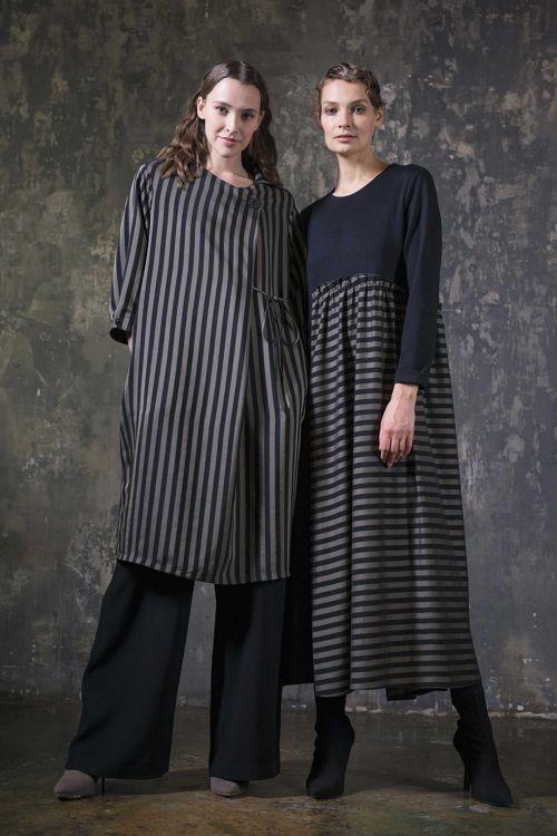 Платье-рубашка среднее без застёжки, полоска