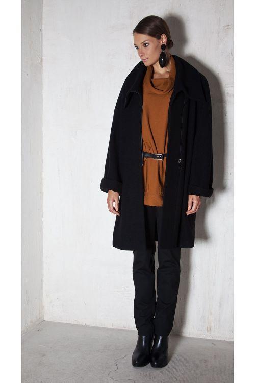 Пальто шерстяное средней длины на молнии