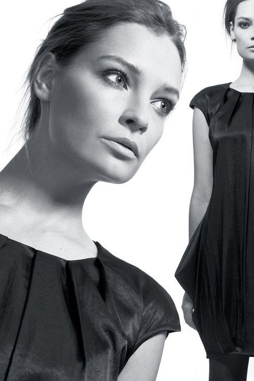Платье тюльпан из блестящего шелка