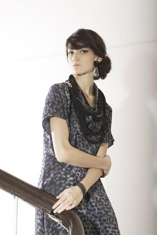 Платье-овал из ткани с мерцающим эффектом