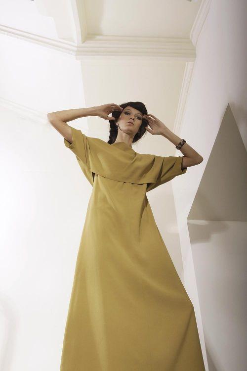 Длинное платье без рукавов с коротким топом
