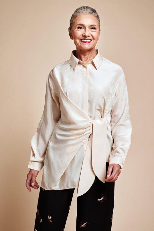 Блуза «Асимметрия с узлом»