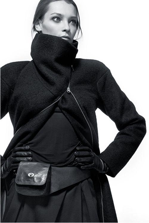 Шерстяное длинное пальто овального силуэта