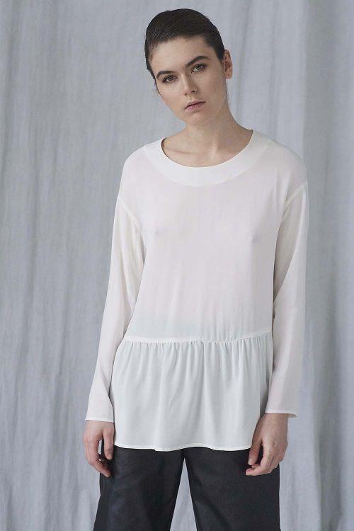 Блуза с оборкой