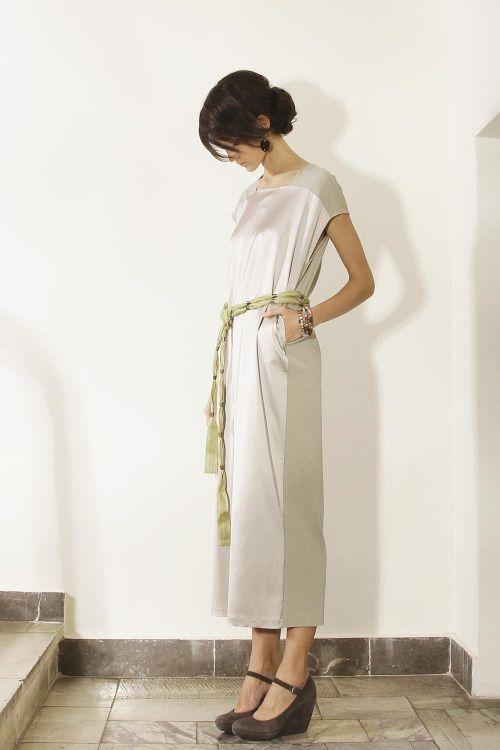 Длинное платье-каре прямого силуэта