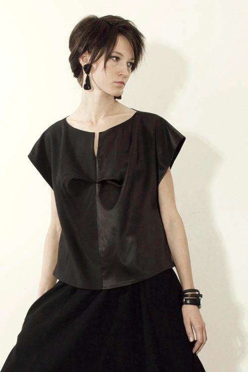 Блуза атласная с матовой и блестящей текстурой