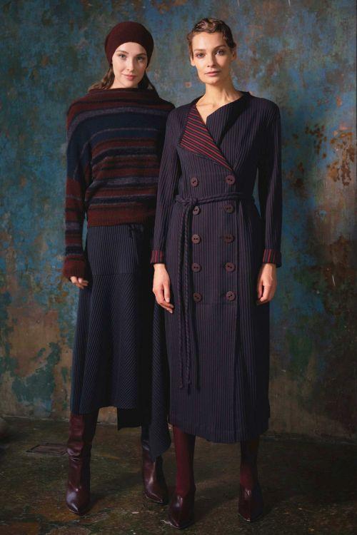 Платье прямое двубортное с поясом, полоска