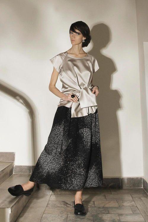 Атласная блуза-узел оригинального кроя