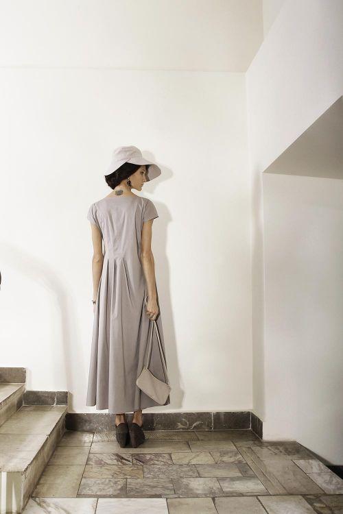 Платье асимметричного кроя из легкого хлопка