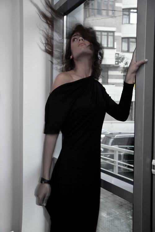 Платье Асимметрия с одним руковом